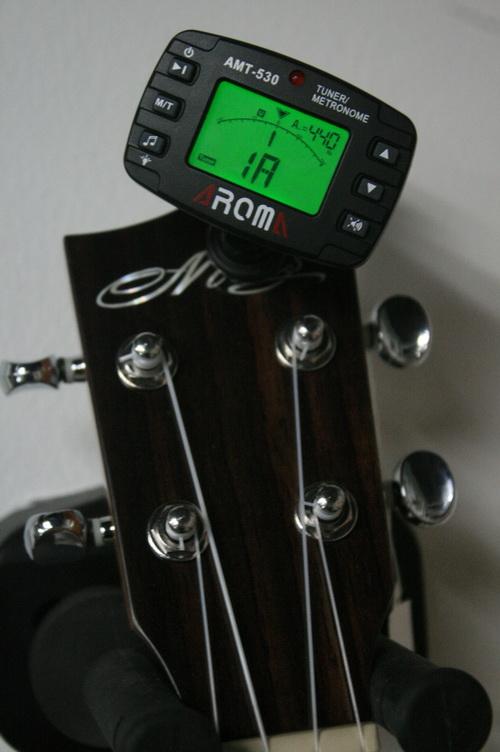 เครื่องตั้งสาย จูนเนอร์ Tuner กีต้าร์ เบส อูคูเลเล่ ไวโอลีน Ukulele Guitar Bass Violin AROMA AT-530