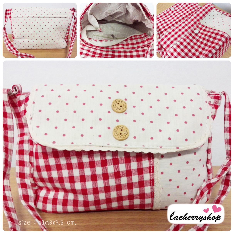 (หมดจ้า) กระเป๋าผ้า แฮนด์เมด ญี่ปุ่น ลายสก็อต สีแดง แต่งด้วยผ้าลายจุด มีสายสะพายไหล่ สวยน่ารักๆค่ะ ((โปรโมชั่นส่งฟรี))