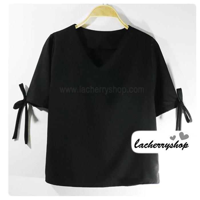 เสื้อแฟชั่น เสื้อทำงาน แบบสวยเรียบหรู คอวี สีดำ แต่งโบว์ที่แขน ใส่ได้ทุกโอกาส ราคาไม่แพง