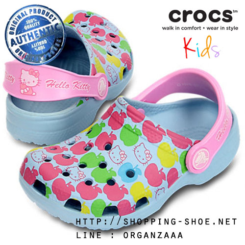 J1 (21.5 cm.) : Crocs Kids Classic Hello Kitty Apples - Sky Blue / Carnation ของแท้ Outlet ไทยและอเมริกา