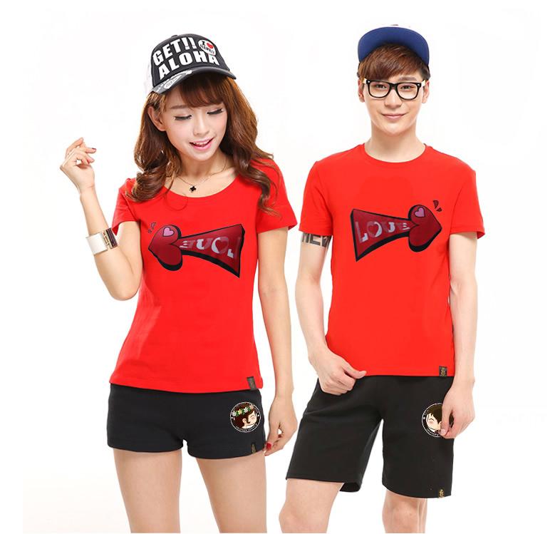 เสื้อยืดคู่รัก แฟชั่นคู่รัก ชาย + หญิง เสื้อยืดแขนสั้น แต่งสกรีนลายลูกศรสีแดง Love เสื้อสีแดง +พร้อมส่ง+