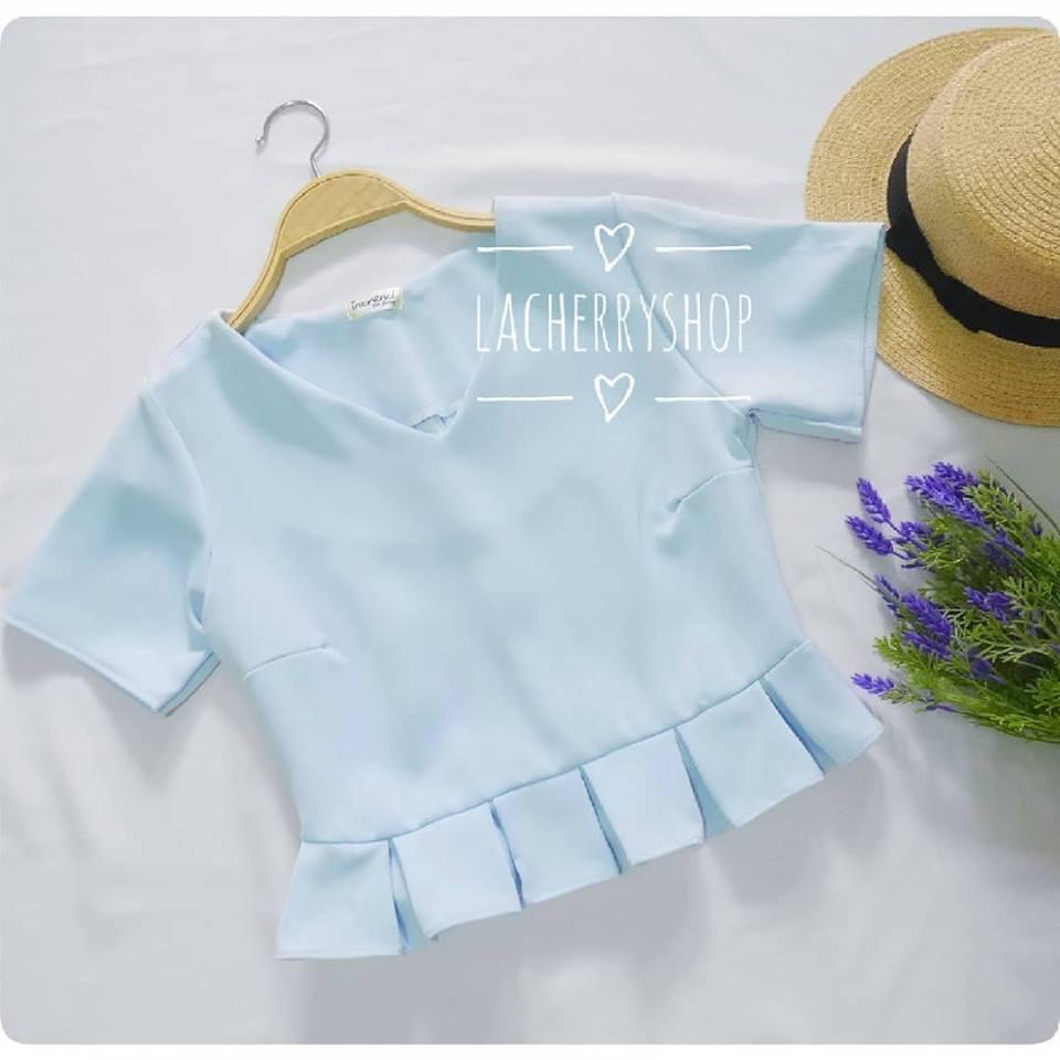 เสื้อครอป สีฟ้า คอวี เอวพลีท เข้ารูป แบบสวยน่ารักๆ เสื้อสีพื้น ใส่ง่าย ใส่สบาย เนื้อผ้าฮานาโกะคุณภาพดี