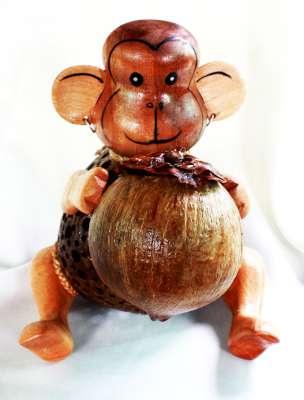 Coconut Shell Crafts Lamp Monkey hold coconut, โคมไฟกะลามะพร้าวลิงถือลูกมะพร้าว