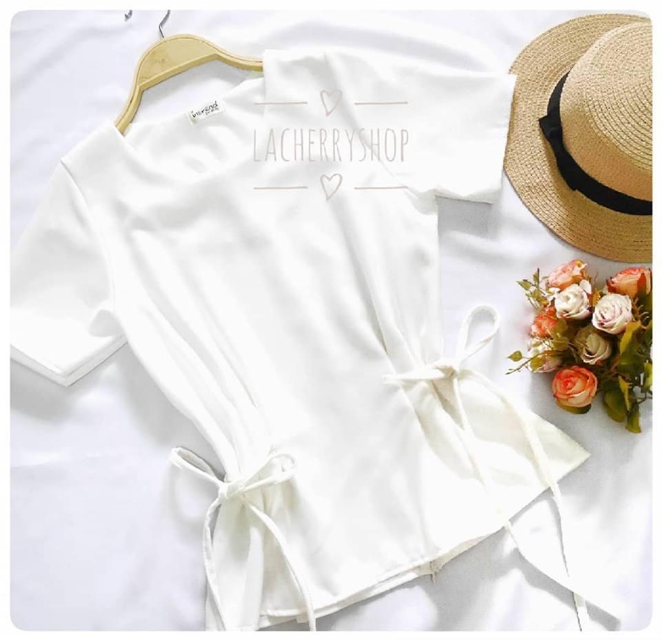 เสื้อแฟชั่นผ้าฮานาโกะ สีขาว แบบผูกโบว์เอวสองข้าง แบบสวยน่ารักมากค่ะ เสื้อสีพื้น ใส่ง่าย ใส่สบาย เนื้อผ้าฮานาโกะคุณภาพดี