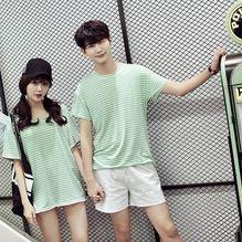 เสื้อคู่รัก ชายเสื้อยืดคอกลม + เสื้อตัวยาว สีเขียว แต่งลายริ้วเขียวขาว +พร้อมส่ง+