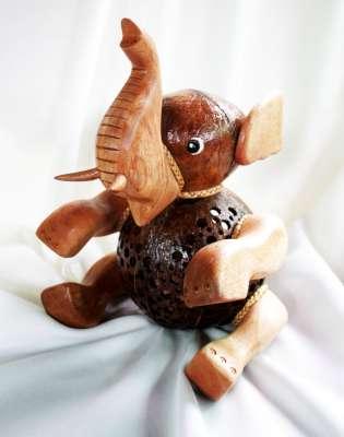 Coconut Shell Elephant Handicrafts Lamp โคมไฟกะลามะพร้าวช้างชูงวง