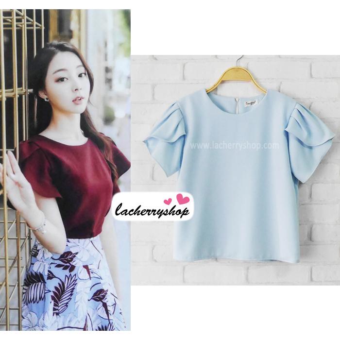 เสื้อผ้าแฟชั่นสวยๆ เสื้อทำงาน ทรงแขนกลีบบัว สีฟ้า ผ้าฮานาโกะ แบบสวยหวานๆสไตล์เกาหลี