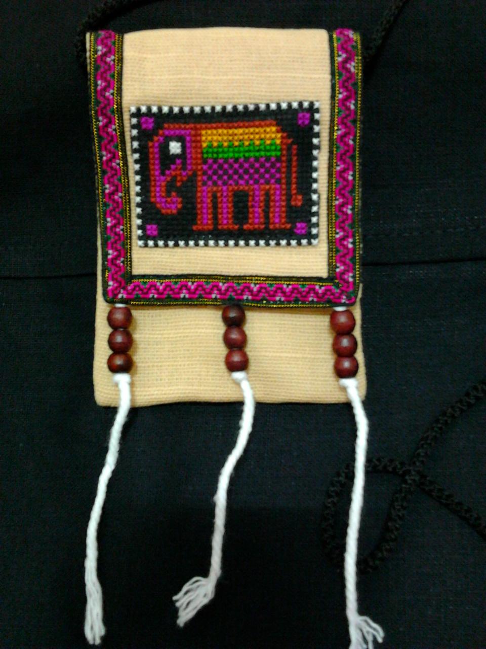 กระเป๋าใส่เหรียญ,เงิน คล้องคอ สีครีม ใบเล็กน่ารัก มีช่องใส่โทรศัพท์และมีช่องซิปใส่เหรียญ