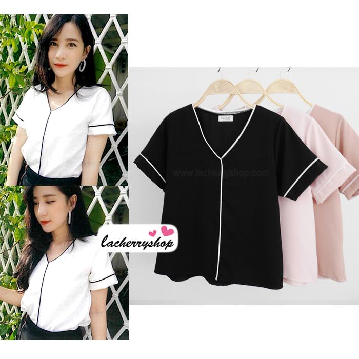 เสื้อผ้าแฟชั่นสวยๆ เสื้อทำงาน สีดำ ผ้าฮานาโกะ คอวี กุ้นขอบสีขาวตัดกัน แบบสวย ดีไซน์เก๋ๆ สินค้าคุณภาพดี