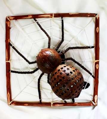 โคมไฟกะลามะพร้าวรูปแมงมุม Coconut Shell Lamp spider Wall hanging