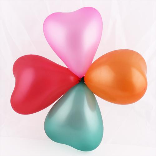 ลูกโป่งหัวใจเนื้อเมททัลลิก สีเขียวเข้ม ไซส์ 12 นิ้ว แพ็คละ 10 ใบ (Heart Shape Balloon-Metallic Dark Green Color)