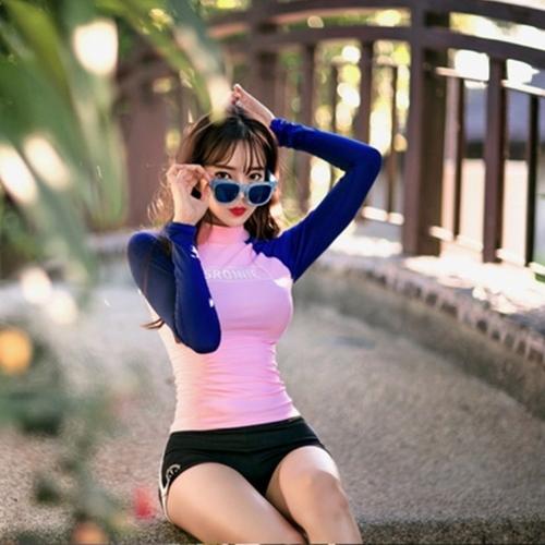 ชุดว่ายน้ำแขนยาวสีชมพู-น้ำเงิน กางเกงขาสั้นสีดำ