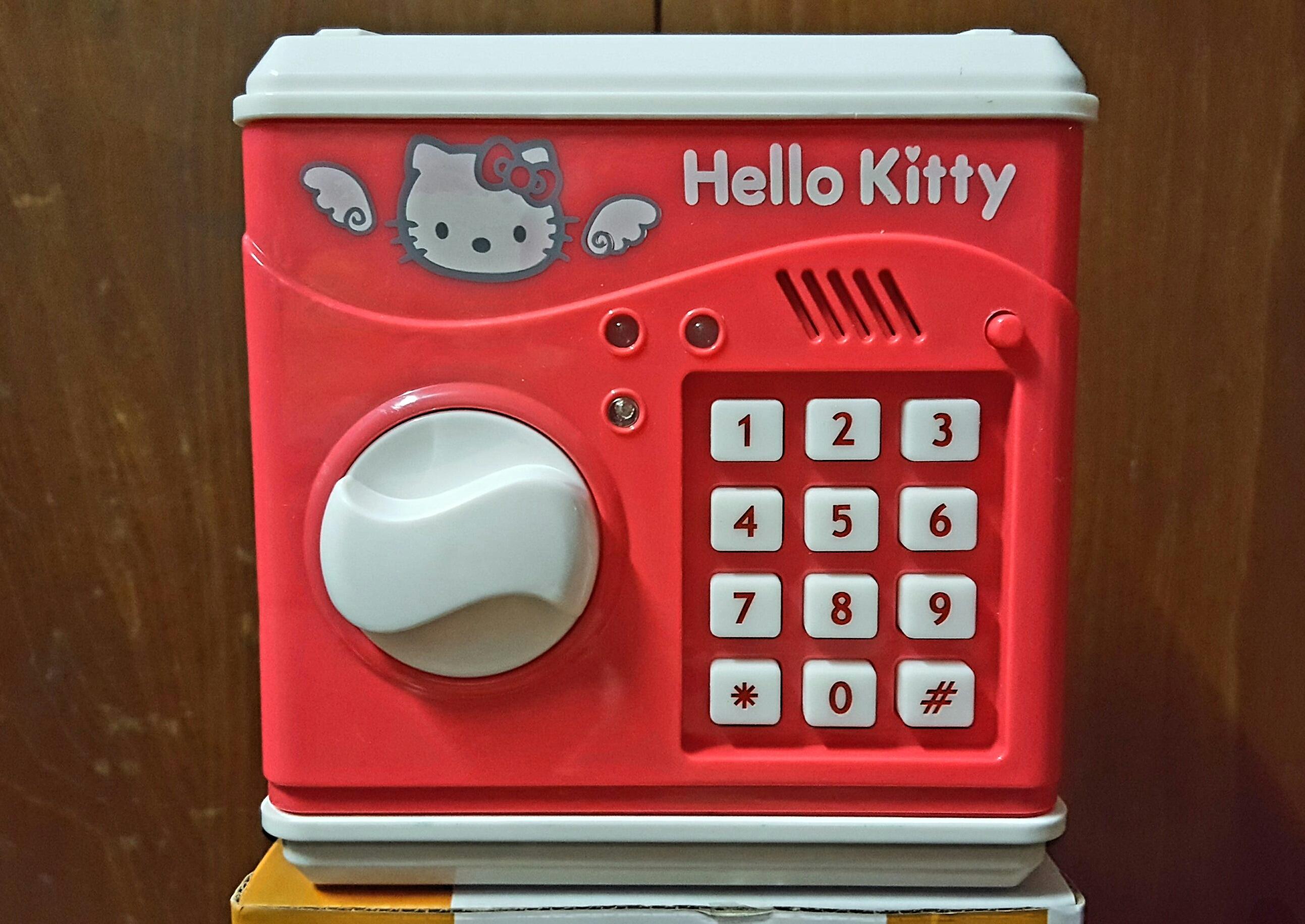 พร้อมส่ง :: ออมสินตู้เซฟ Hello kitty