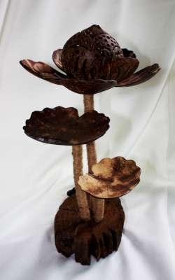 Coconut Shell Lotus Lamp (โคมไฟกะลามะพร้าว ต้นดอกบัวฉลุ)