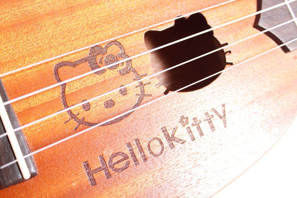"""อูคูเลเล่ Ukulele Hello Kitty (non-authentic) กระต่าย มะฮอกกานี ขนาดโซปราโน่ 21"""" สายอากีล่า ฟรีกระเป๋า"""