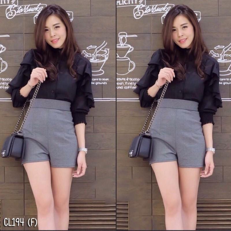 เสื้อผ้าแฟชั่นพร้อมส่ง - เซ็ตได้ 2 ชิ้น เสื้อคอจีนแขนยาวผ้าชีฟองเนื้อทรายผ่าอกติดกระดุม + กางเกง สีดำ