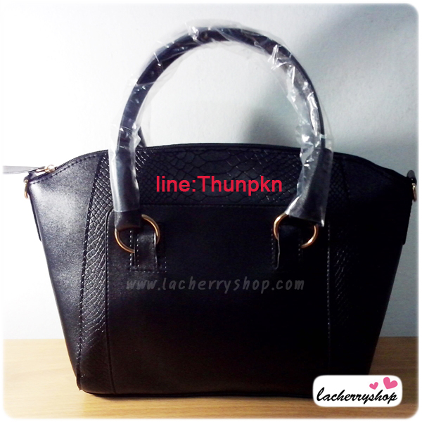 (หมดจ้า) กระเป๋าแฟชั่น ดีไซน์สวยเรียบหรู สีดำ คลาสสิค แบบยอดนิยม เหมาะกับทุกโอกาส สามารถถือและสะพายได้ทั้งสองแบบ ((โปรโมชั่นส่งฟรี))