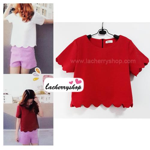 เสื้อแฟชั่น สีแดง ผ้าฮานาโกะ ทรงสวย แบบน่ารักๆ เป็นหยักๆช่วงเอวและแขน เนื้อผ้านิ่ม อยู่ทรง ไม่ยับง่าย ใส่สบาย สินค้าคุณภาพ ราคาไม่แพง สำเนา