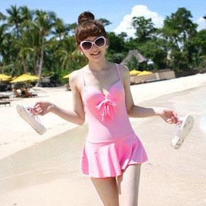 พร้อมส่ง ชุดว่ายน้ำวันพีซกระโปรงระบาย สีชมพูสดใส อกแต่งโบว์ ด้านหลังเว้าลึก สายผูกไขว้เซ็กซี่
