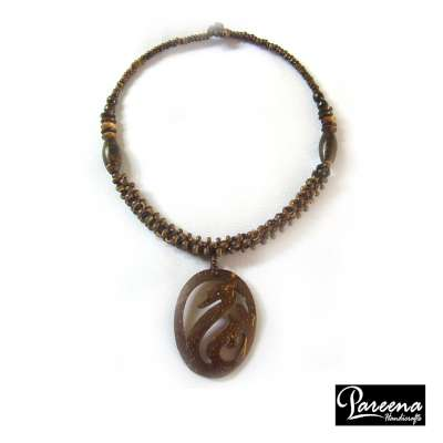 Coconut Shell Necklace (สร้อยคอกะลามะพร้าว)