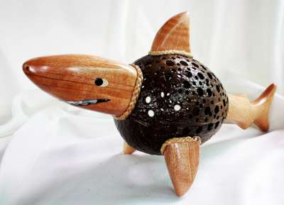 โคมไฟกะลามะพร้าวปลาฉลาม Coconut Shell Lamp Shark