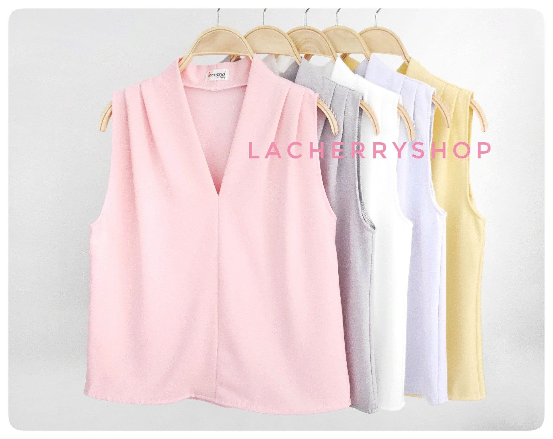 เสื้อแฟชั่นผ้าฮานาโกะ แขนกุด คอวี (สีขาว) จับจีบไหล่ ทรงสวยเรียบหรู สินค้าคุณภาพดี ใส่ได้ทุกโอกาส