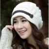 หมวกไหมพรมแฟชั่นเกาหลีพร้อมส่ง ทรงดีไซต์เก๋ แต่งเปียคาดด้านหน้า สีขาว