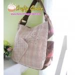 กระเป๋าแฮนด์เมด ผ้าญี่ปุ่น เย็บควิลล์ รอบๆ ทั้งใบ หูผ้า มีช่องใส่ของด้านในอีก 3 ช่อง ปากกระเป๋าติดกระเป๋า ขนาด 30x30 cm สายยาว 45 ซม