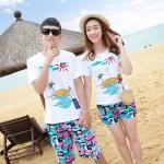 เสื้อคู่รัก ชุดคู่รักเที่ยวทะเลชาย +หญิง เสื้อยืดสีขาวลายเกาะทะเล กางเกงขาสั้นโทนสีฟ้าสลับชมพู+พร้อมส่ง+