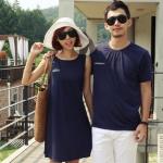 ชุดคู่รัก เสื้อคู่รักเกาหลี เสื้อผ้าแฟชั่น ชายเสื้อยืด + หญิงเดรสแขนกุดด้านหลังแต่งลายแถบ มีกระเป๋าเสื้อ +พร้อมส่ง+