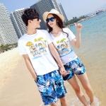 เสื้อคู่รัก ชุดคู่รักเที่ยวทะเลชาย +หญิง เสื้อยืดสีขาวคู่รักนอนอาบแดด กางเกงขาสั้นลายแฉกโทนสีฟ้า +พร้อมส่ง+
