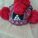 หมวกชาวเขา อิวเมี่ยน สีแดง ปักแถบชายรอบสีชมพู