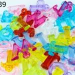ลูกปัดพลาสติก ตัวอักษร คละสี (1ขีด/100กรัม)