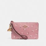 SET ของขวัญ กระเป๋าสตางค์ COACH รุ่น BOXED CORNER ZIP WRISTLET WITH DITSY DAISY PRINT AND CHARMS : PINK
