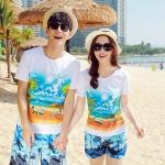 เสื้อคู่รัก ชุดคู่รักเที่ยวทะเลชาย +หญิง เสื้อยืดสีขาวลายคู่รักนอนตากแดด กางเกงขาสั้นลายต้นมะพร้าวโทนสีฟ้า +พร้อมส่ง+