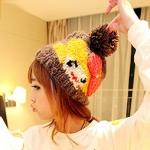 หมวกไหมพรมแฟชั่นเกาหลีพร้อมส่ง ทรงดีไซต์เก๋ หมวกสีน้ำตาล แต่งลายยิ้มสีเหลือง โบว์สีแดง มีจุก