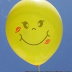 """ลูกโป่งกลมพิมพ์ลาย หน้ายิ้มแบบใหม่พร้อมรอยจูบ ไซส์ 12 นิ้ว แพ็คละ 10 ใบ (Round Balloons 12"""" - Kissing Smiley Face Printing latex balloons)"""