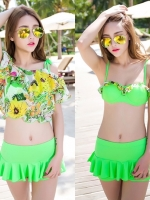 พร้อมส่ง ชุดว่ายน้ำ สีเขียวสะท้อนแสง เซ็ต 3 ชิ้น บราแต่งระบายเล็กๆ เสื้อคลุมผ้าซีทรูลายดอกไม้สวย กางเกงกระโปรง