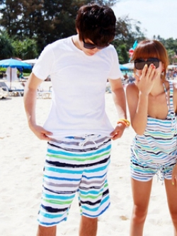 พร้อมส่ง ชุดว่ายน้ำคู่รัก ชุดว่ายน้ำบิกินี่ทูพีซ ลายกราฟฟิกโทนสีฟ้าเขียว พร้อมชุดเอี๊ยมกางเกงขาสั้นเนื้อเดียวกับชุดว่ายน้ำ