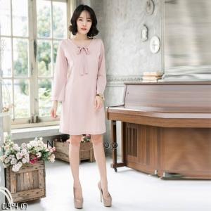 เสื้อผ้าแฟชั่นเกาหลีพร้อมส่ง - เดรสคอวีแต่งโบว์สีแซลแมล
