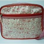 กระเป๋าสพายเด็ก Hello Kitty สีครีมคลิบแดง ลายตารางคิตตี้น่ารัก