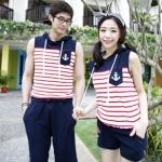 เสื้อคู่รัก ชุดคู่รักเที่ยวทะเล ชาย+หญิง เสื้อฮูดแขนกุดลายแดงขาว แต่งตราสมอที่หน้าอก กางเกงขาสั้นสีกรม  +พร้อมส่ง+