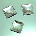 เพชรแต่ง ทรงสี่เหลี่ยม สีเพชร แบบไม่มีรู ขนาด 19x19x5 มิล 1 อัน