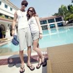 ชุดคู่รักเกาหลี เสื้อผ้าแฟชั่น ชาย หญิง เสื้อกล้ามสีขาวมีกระเป๋า + ช กางเกงขาสั้นสีเทา ญ กางเกงกระโปรงขาสั้นสีเทา