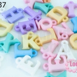 ลูกปัดพลาสติก ตัวอักษร คละสี (280เม็ด)