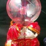 โคมไฟลูกแก้วพลาสม่า ลูกแก้วแม่มด ปล่อยพลังแสงดุจดั่งเวทมนต์ เป็นของขวัญสุดพิเศษ ฐานลาย คู่แต่งงานชุดจีนจูบกัน