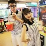 ชุดคู่รัก เสื้อคู่รักเกาหลี เสื้อผ้าแฟชั่น ชายเสื้อคอปกแขนสั้น + หญิงเดรสคอปกแขนสั้น ลายแถบขาว  +พร้อมส่ง+
