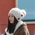 หมวกไหมพรมแฟชั่นเกาหลีพร้อมส่ง ทรงดีไซต์เก๋ หมวกสีครีม ติดกระดุมด้านข้าง มีจุก