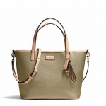 กระเป๋า COACH PARK METRO LEATHER SMALL TOTE ฺBRASS GOLD F25663