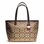กระเป๋า COACH  WEEKEND SIGNATURE C MEDIUM ZIP TOP TOTE F23465